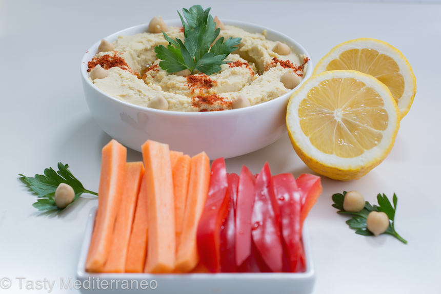 Tasty-Mediterraneo-Hummus-raw-vegetables-recipe
