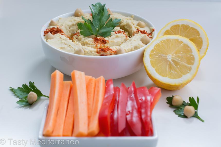 Tasty-Mediterraneo-Hummus-raw-vegetables-recipe