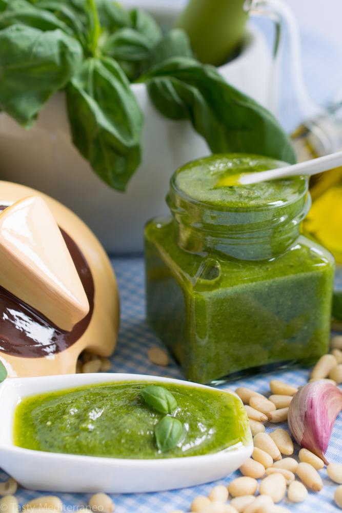 Tasty-mediterraneo-pesto-basil-sauce-recipe-vegetarian-gluten-free-healthy-3