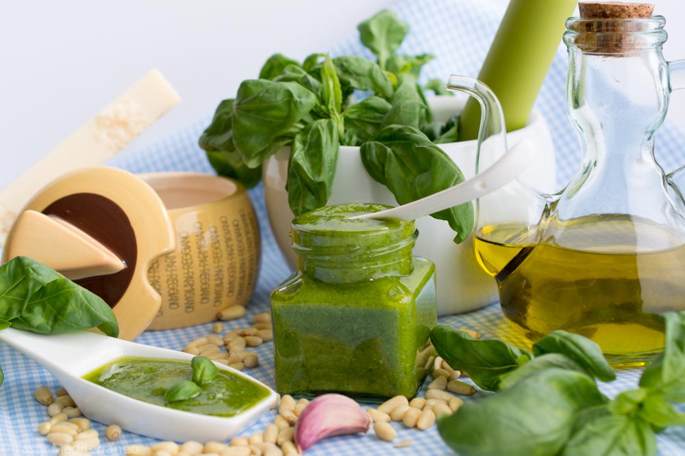 Tasty-mediterraneo-pesto-basil-sauce-recipe-vegetarian-gluten-free