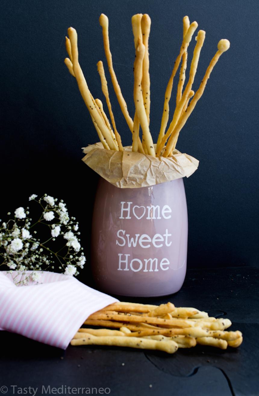 tasty-mediterraneo-crispy-chia-olive-oil-grissini-breadsticks-antipasti-antipasto-healthy-snack-recipe-vegan-appetizer-vegetarian