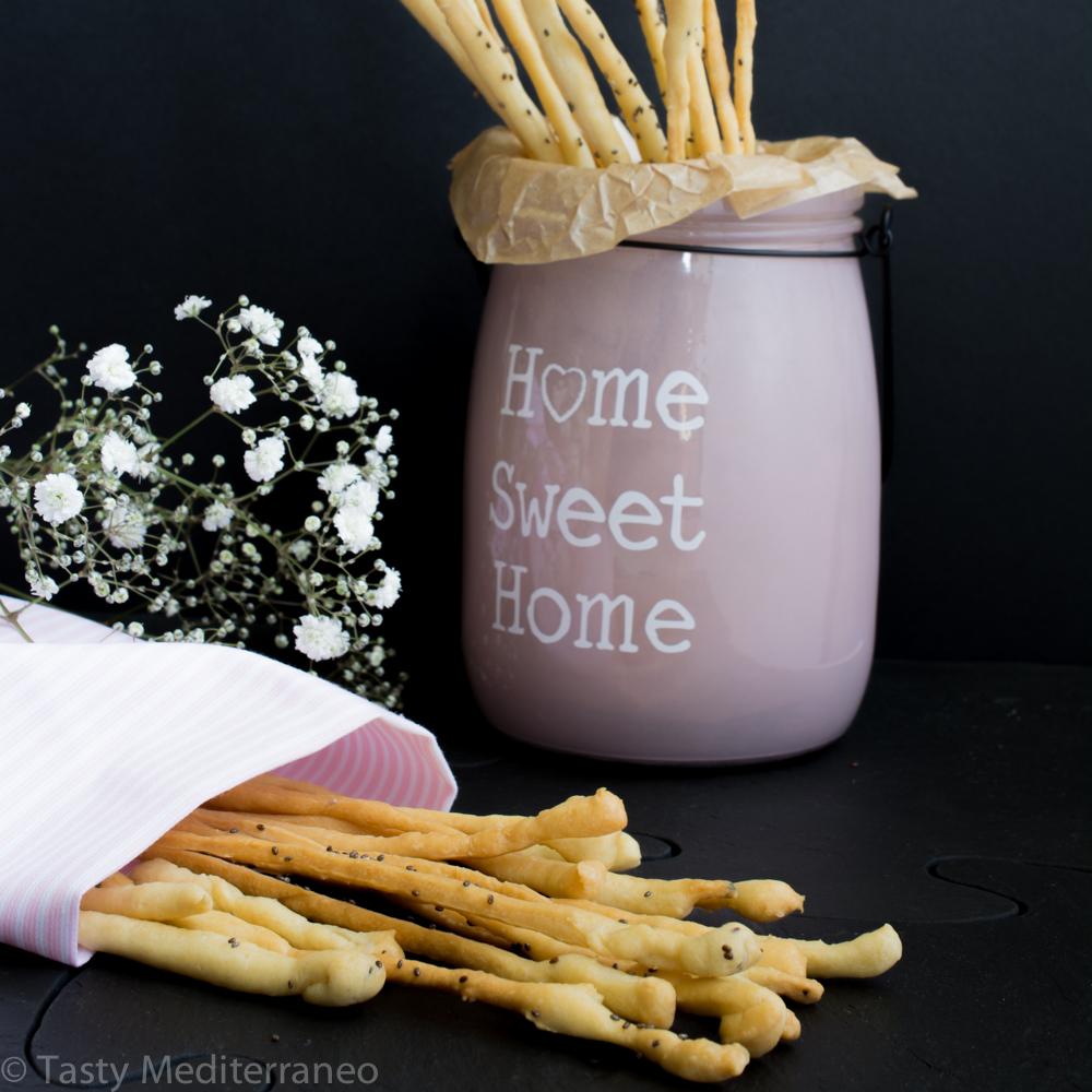 tasty-mediterraneo-crispy-chia-olive-oil-grissinis-breadsticks-antipasti-antipasto-healthy-snack-recipe-vegan-appetizer.jpg