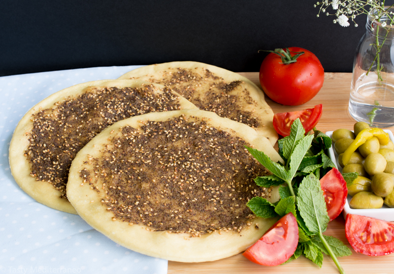 Zaatar manouche lebanese flat bread with herbs tasty mediterraneo tasty mediterraneo zaatar manouche olive oil appetizer healthy forumfinder Gallery