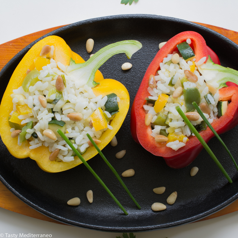 tasty-mediterraneo-Spanish-stuffed-peppers-vegan