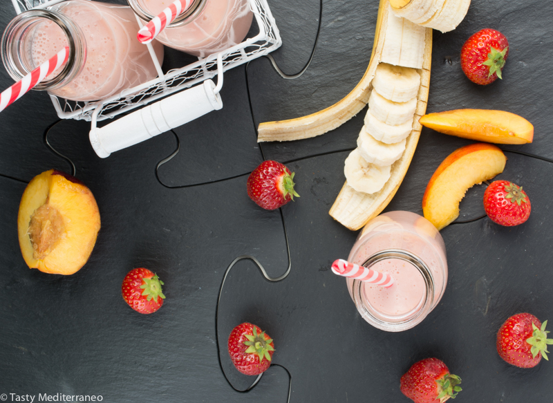 tasty-mediterraneo-strawberries-banana-nectarine-smoothies