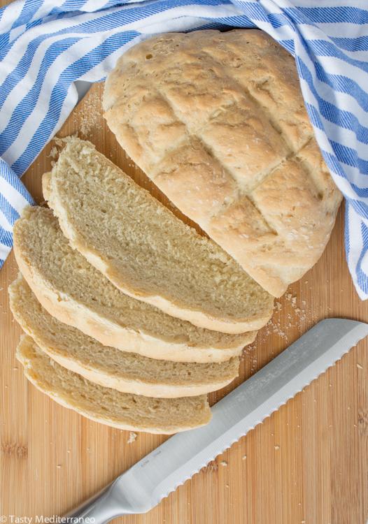 Tasty-mediterraneo-mediterranean-country-bread