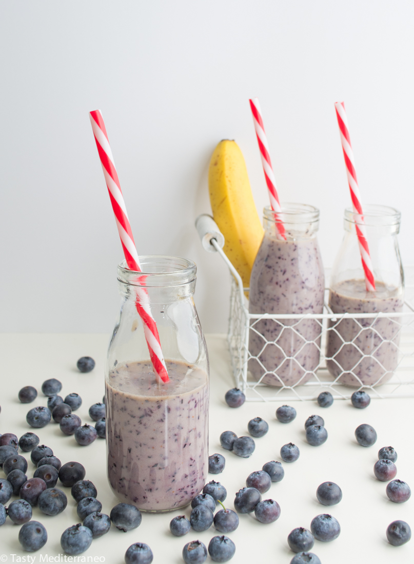 tasty-mediterraneo-blueberries-banana-smoothie