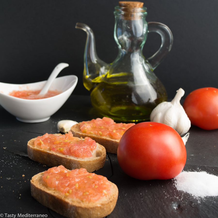 tasty-mediterraneo-bread-olive-oil