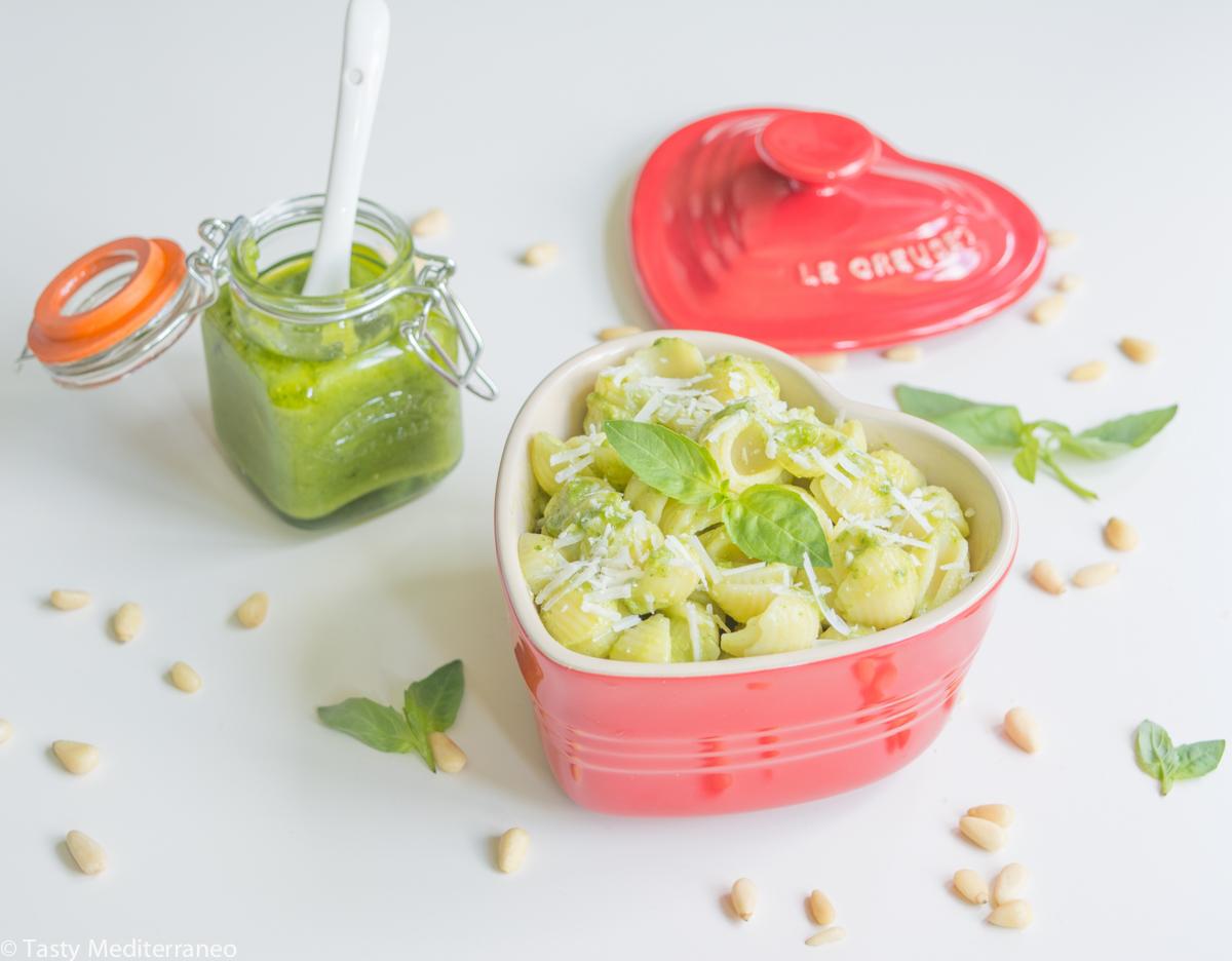 tasty-mediterraneo-pasta-fresh-basil-pesto