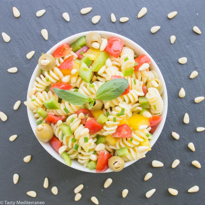 tasty-mediterraneo-pasta-salad-tomatoes