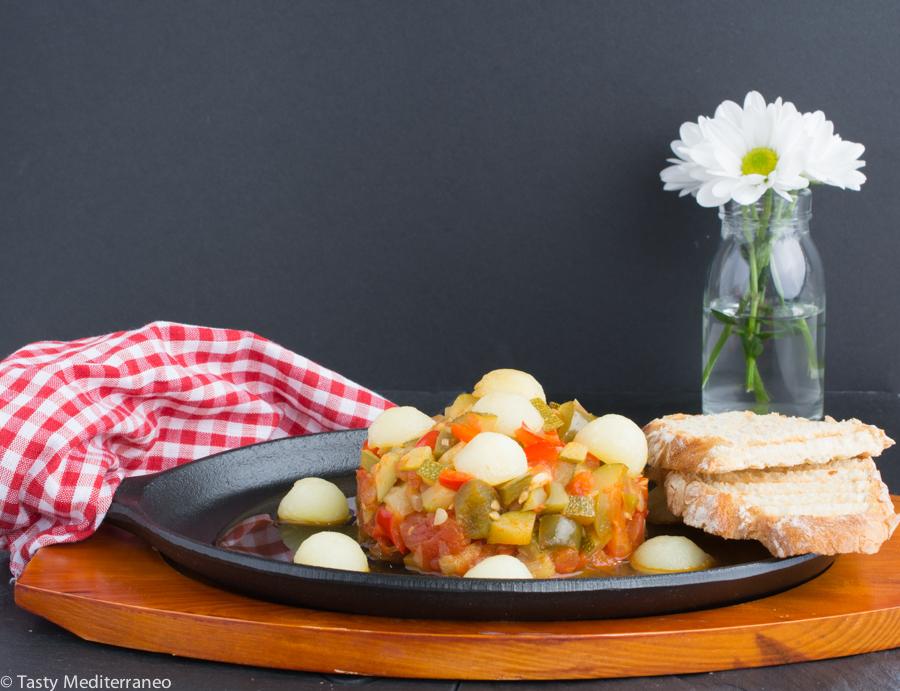 Tasty-mediterraneo-Spanish-pisto-manchego