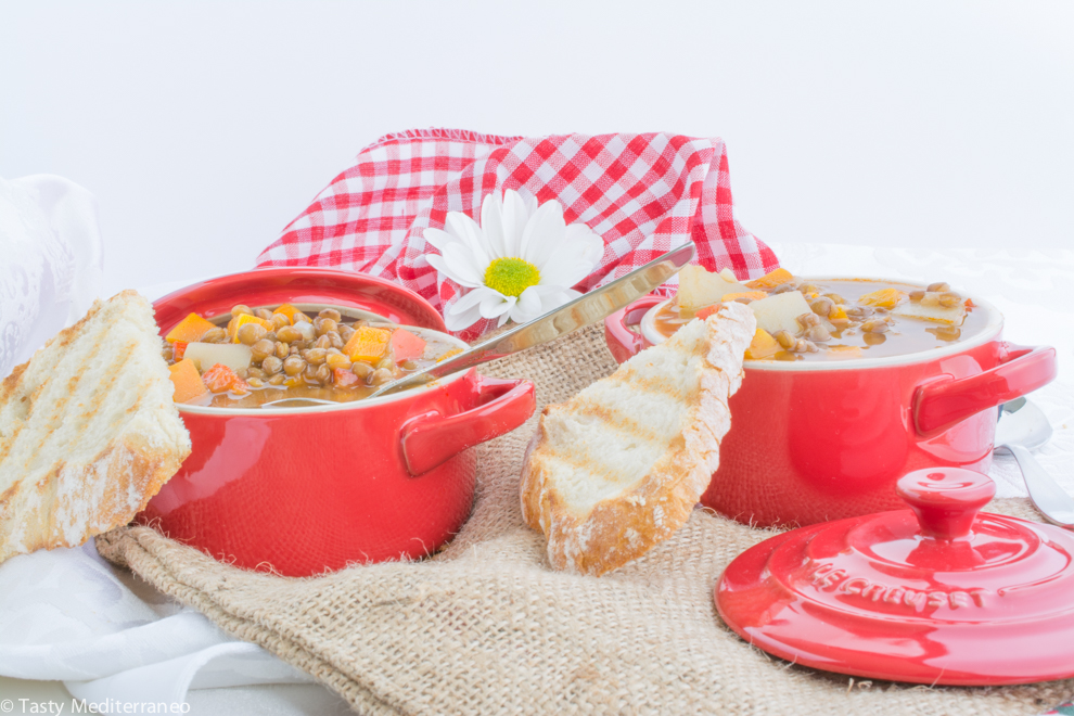 Tasty-mediterraneo-lentils-soup-recipe
