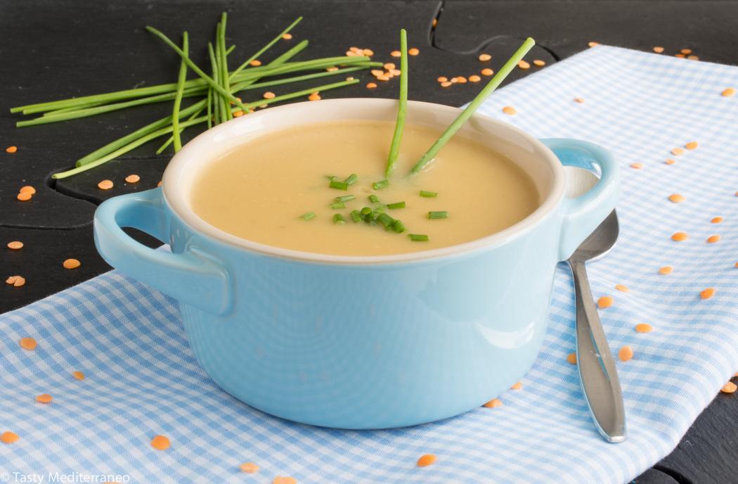 Tasty-mediterraneo-red-lentils-chives-soup