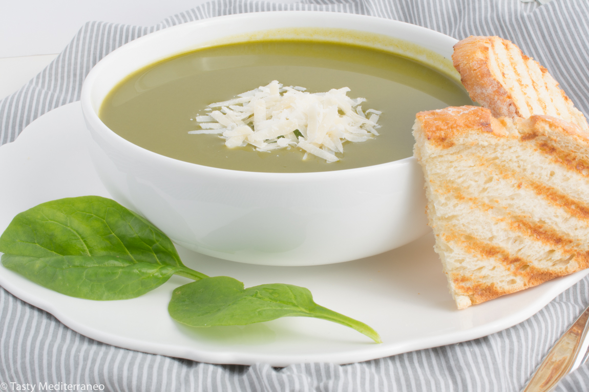 Tasty-mediterraneo-spinach-parmesan-cheese-soup
