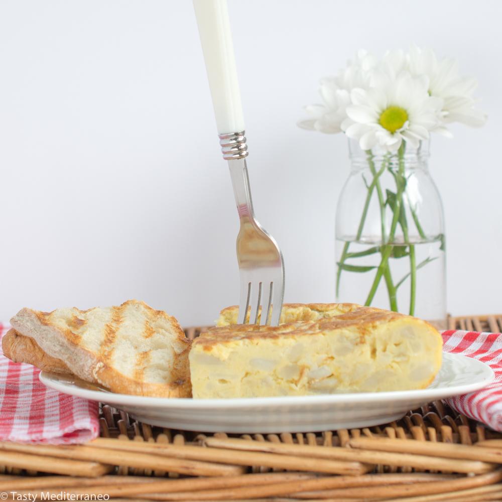 Tasty-mediterraneo-tortilla-de-patatas-spanish-omelette