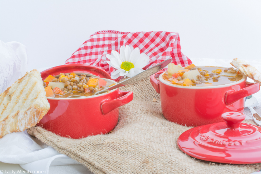 Tasty-mediterraneo-vegan-lentils-soup-recipe