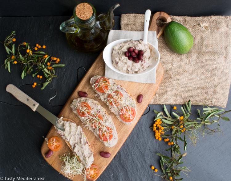 Tasty-mediterraneo-beans-avocado-tahini-spread