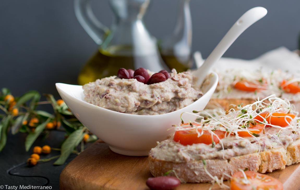 Tasty-mediterraneo-kidney-beans-avocado-tahini-paté