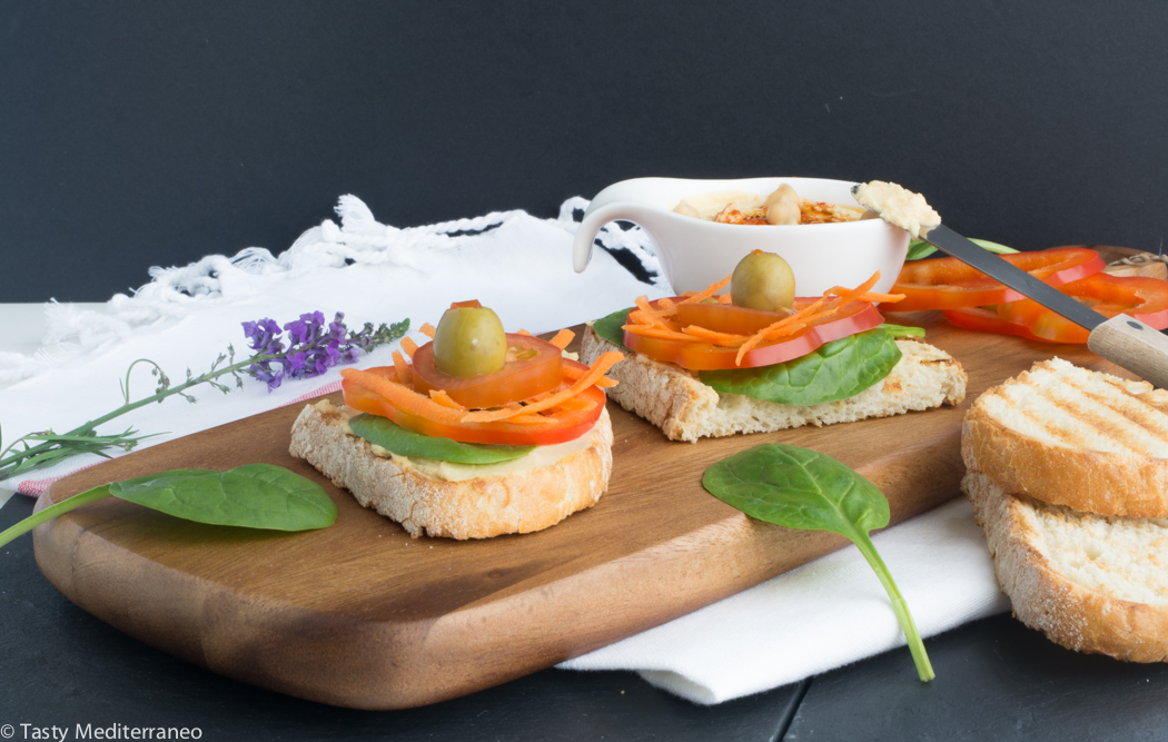 Tasty-mediterraneo-tartine-houmous-crudites-et-olives