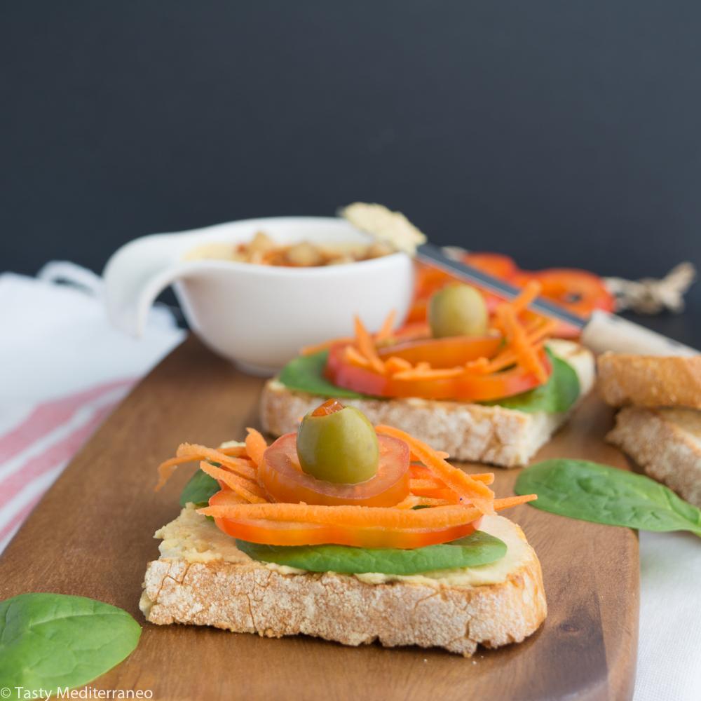 Tasty-mediterraneo-tartine-houmus-crudites-olives