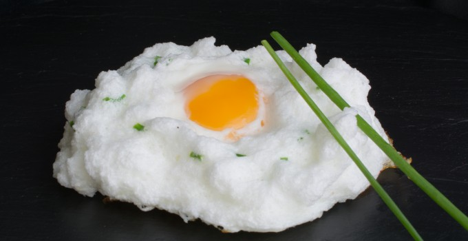 Huevo nube con cebollín