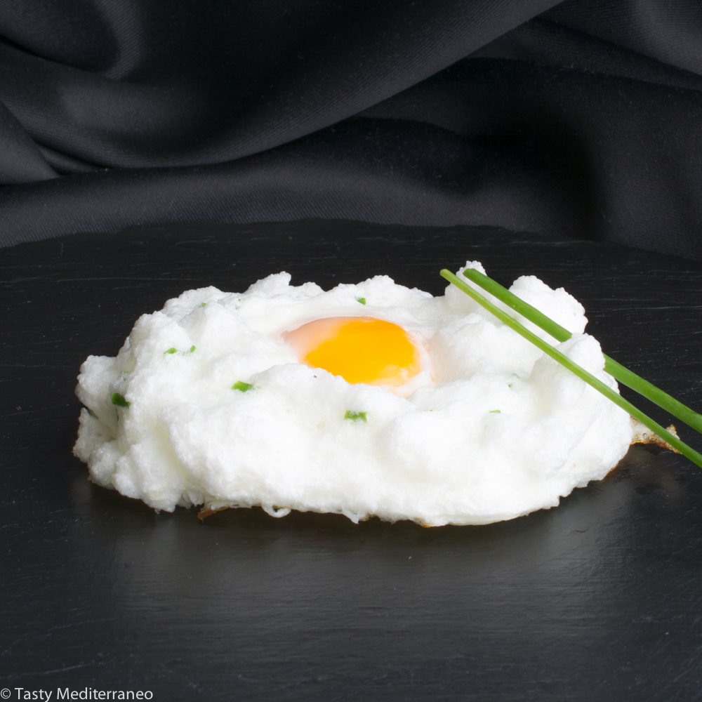 Tasty-Mediterraneo-fluffy-egg-in-cloud