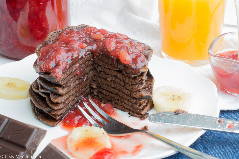 Tasty-mediterraneo-chocolate-banana-pancakes-4