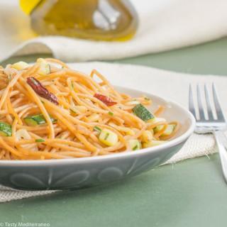 السباغيتي بالزيت والثوم (aglio-olio) والكوسا
