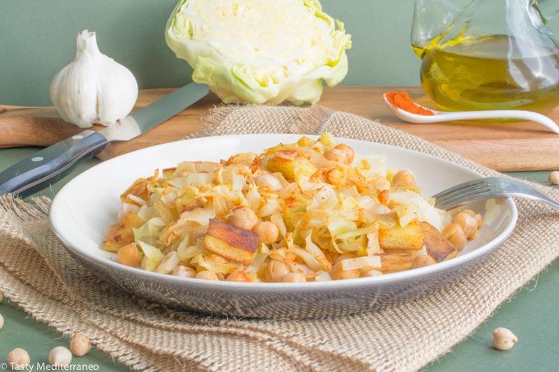 Tasty-Mediterraneo-cabbage-chickpea-potatoes-salad