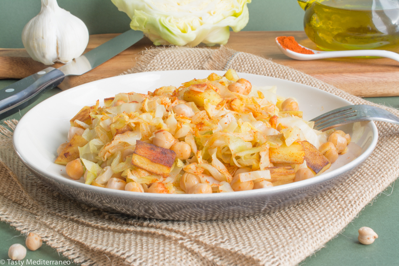 Tasty-Mediterraneo-salteado-repollo-garbanzos-patata