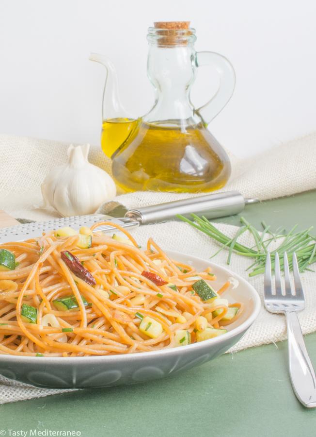 Tasty-Mediterraneo-spaghetti-aglio-olio-zucchinis