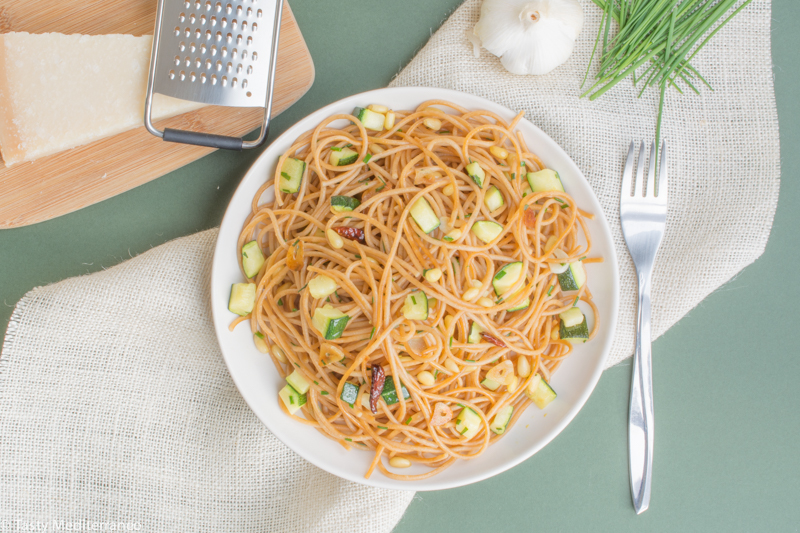 Tasty-Mediterraneo-spaghetti-aglio-olio