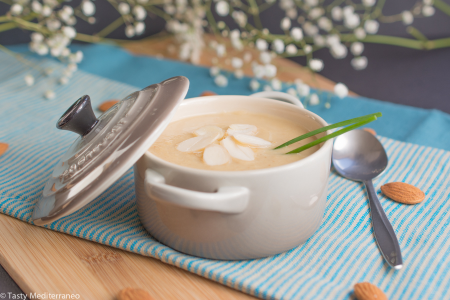 Tasty-Mediterraneo-cauliflower-soup