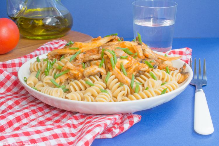 Tasty-Mediterraneo-pasta-mushrooms-tomato-pepper-sauce