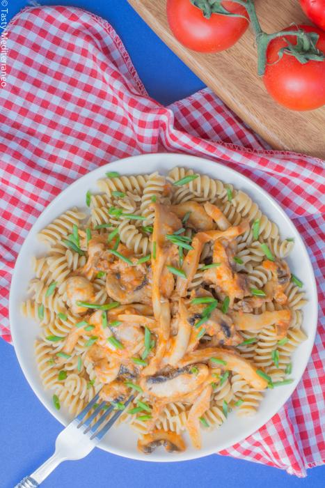 Tasty-Mediterraneo-pasta-tomate-champiñones