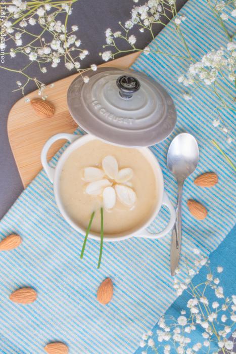Tasty-Mediterraneo-sopa-cremosa-coliflor-almendra