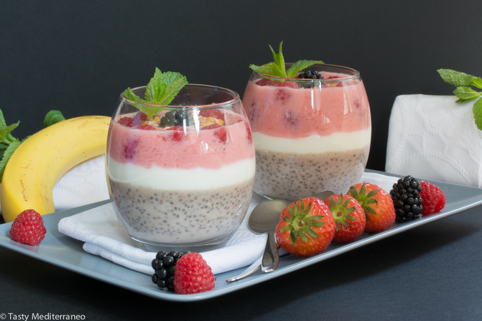 Tasty-Mediterraneo-chia-pudding-berries
