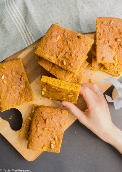 Tasty-Mediterraneo-turmeric-cake