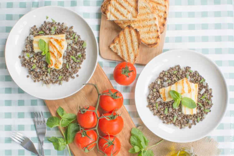 Tasty-Mediterraneo-lentils-with-halloumi
