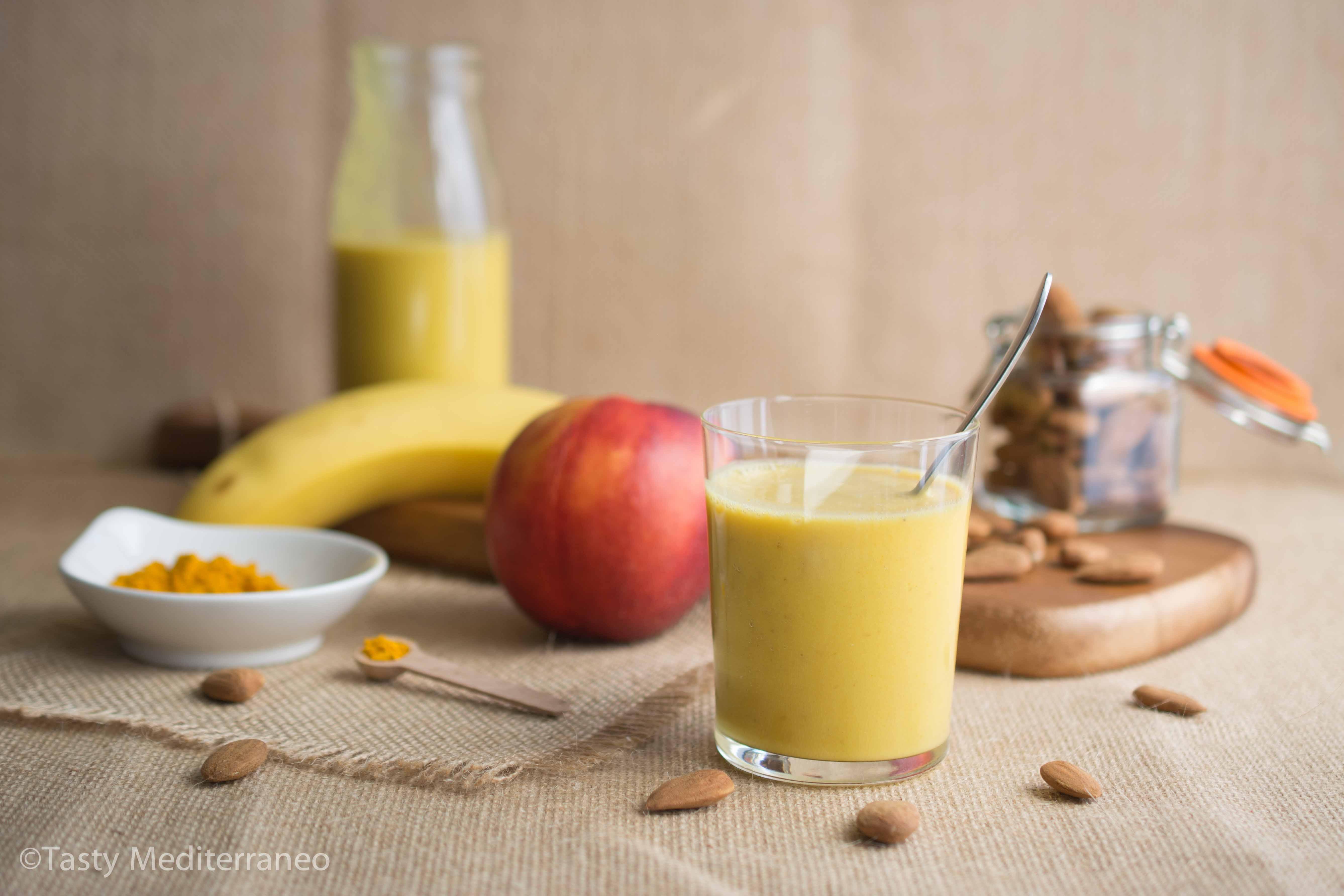 Tasty-Mediterraneo-turmeric-banana-nectarine-smoothie