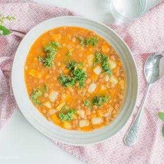 Sopa de lentejas y kale