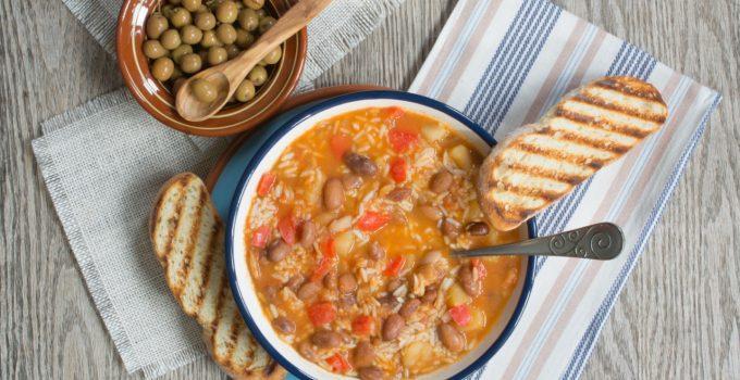 حساء الفاصوليا الحمراء مع الأرز