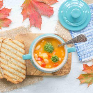 tasty-mediterraneo-white-beans-vegetables-soup