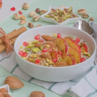 Oatmeal porridge with fruits, nuts & cinnamon
