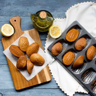 حلوى المادلين بزيت الزيتون واللبن الزبادي وبرش الحامض