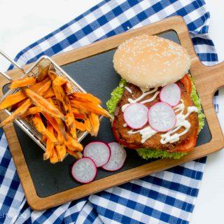 Burger de falafel vegano con salsa tarator
