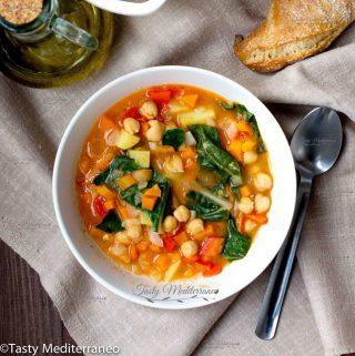 Estofado mediterráneo de garbanzos y verduras