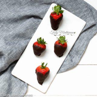 Fresas cubiertas de chocolate negro