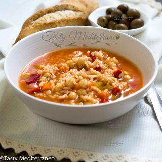 Sopa mediterránea de garbanzos y arroz
